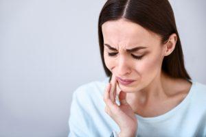 Dentist in Prince Albert repairs cracked teeth